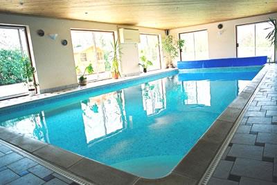 صور حمامات سباحة مغطاة بسيطة
